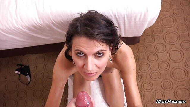 La mamma ha un colpo di video lesbo megasesso calore. 5.5